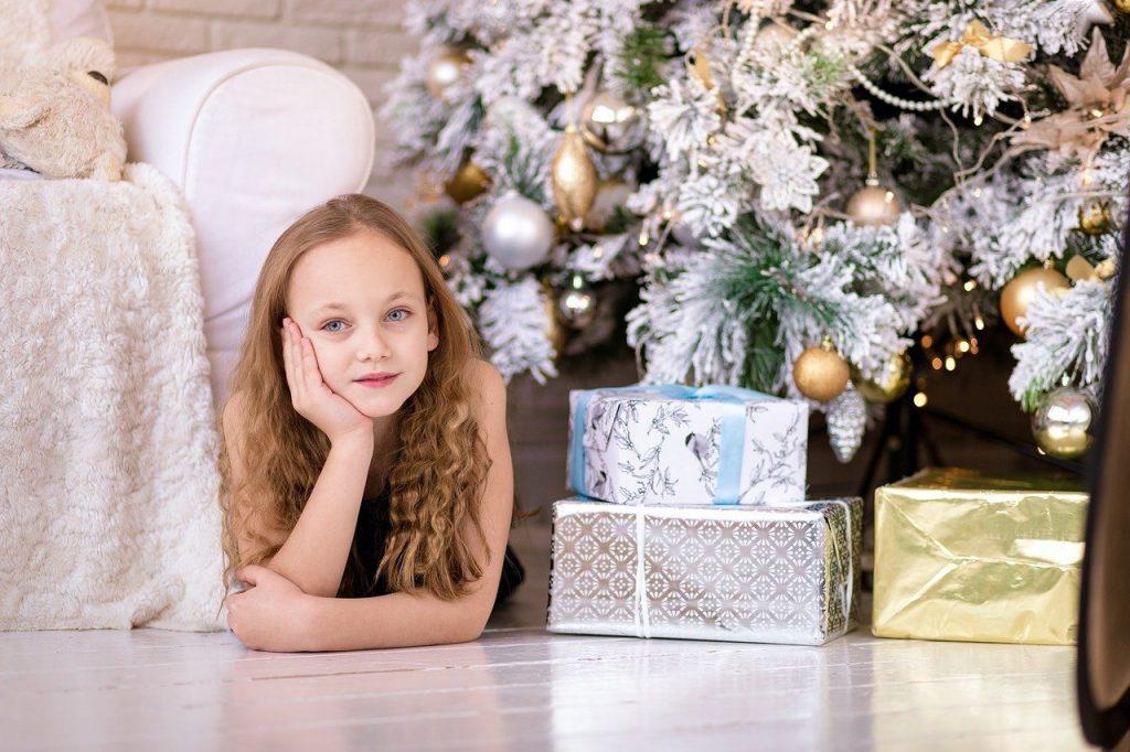 enfants cadeaux de noel